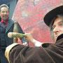 Van Helsing (Sascha Diener) attakiert Graf Dracula (Holger Schlosser) | Foto: Jürgen Meyer