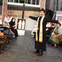 Don Camillo (Sascha Diener) und seine Gemeinde | Foto: U. Pacher