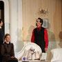 Graf Dracula (Holger Schlosser) im Gespräch mit Lord Holmwood (Vito Marzio) und Mrs. Westenra (Silke Bayer) | Foto: augen[werk]