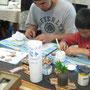 寄せ木細工の「こばやしじゅんの/月の魚」ワークショップでは大人も子供。