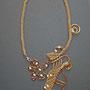 """collana """"Morgana"""" A3. Tecnica: macramè. Materiale: cotone, perline in legno, rame e alluminio battuto."""