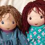 Für Leni und Klara - März 2020 - 40er Zwillings-Schlamperle, Haar links für Leni dunkelblond, Augen stahlblau m. Lp., rechts für Klara rotbraun m. dunkelbraunen Augen m. Lp.