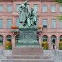 Hanau; Denkmal der Gebrüder Grimm, die hier geboren wurden