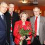 Bild (SPÖ): Von links: Bundesminister Alois Stöger, Ortsvorsitzender Günther Steindler, Martha Chalupka und Bürgermeister Leopold Steindler.