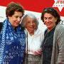 Festivalleiterin Nicola Galliner (l.) mit Ehrengast Margot Friedländer und Kirsten Niehuus (Geschäftsführerin der Filmförderung des Medienbord Berlin Brandenburg).