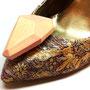 Деревянные резные камни-броши для дизайнера Вики Газинской http://buro247.ru/fashion/our-choice/6762.html?fb_comment_id=fbc_10150676274898063_23470736_10150676608818063#f33af97f6