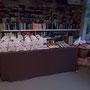 Tüten, Brote und Punsch stehen bereit