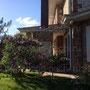 Мангал на террасе дома с панорамным остеклением