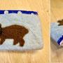 羊毛のポーチ