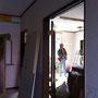 垂れ壁撤去、開口を大きく窓改造、システムキッチン設置など