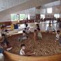 雨の日でも幼児から子どもまで体を使って思いっきり遊べるプレイホール