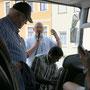 Verabschiedung durch P. Alois vor der Fahrt nach Dresden