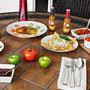 Desayunos tradicionales acompañados de Salsa Verde y Roja de Chile Habanero MORE