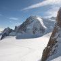 Le Tacul se dévoile derrère l'épaule de l'Aiguille du Midi