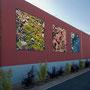 """Vu extérieure 2012 : impressions numériques sur toiles et caissons lumineux, plantes arbustives. Les photos intégrées à l'architecture sont prises à proximité du collège et font référence au""""Jardin en mouvement"""" et au """"Tiers-paysage"""" de Gilles Clément"""