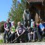 Standesgemässes Gruppenfoto mit Bär in Bärenwil