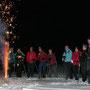 Gruppenbild mit Feuerwerk