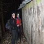 Bei der Brennholzhütte unter der überhängenden Felswand