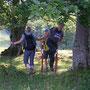 Abseits aller Wanderwege eine Steighilfe über die schwer überquerbaren Weidzäune