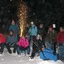 Gruppenfoto mit Schlitten und kleinem Geburtstagsfeuerwerk