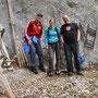 Das Hütten-Team steigt vor seinem Einsatz noch kurz auf die Chamben