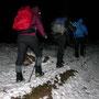 Kaum steigt das Gelände an, geraten wir in den Schnee