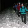 Abstieg auf leicht geforener Schneedecke Richtung Montpelon
