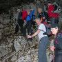 Um das Steinschlagrisiko zu minimieren, kommt es an dieser Stelle bei grossen Gruppen zu einem Gedränge