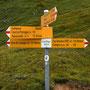 Die Passhöhe vom Passo Gana negra ist unmittelbar hinter den Steinen