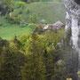 Blick von der Fluh zum Berghaus hinunter