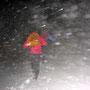 Im abflauenden Orkan Andrea auf der Stallfluh bei noch müden 80km/h Wind am Donnerstag Abend 5. Januar 2012