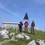 Auf dem Gipfel des Chasseron sind wir auf 1606m endlich über dem Nebel und geniessen die Sonne