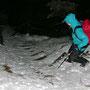 Vorsichtiger Abstieg im Nassschnee und steilen Gelände