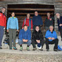 Gruppenbild vor der Waldhütte