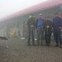 Schlotternder Start am Donnerstag Morgen in Grange Neuve zur sechsten Etappe