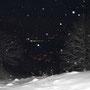 Blick durch die Schneeflocken auf die Lichter von Günsberg