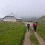 Nach gut zwei Stunden ständigem Anstieg erreichen wir das Chalet de Mont Tendre