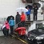 Regenschirmparade vor der Oeufi-Brauerei