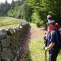 Bei den versteckten Klosterruinen von d'Oujon im abgelegenen Bergwald