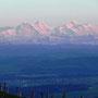 Das berühmte Berner Dreigestirn am Donnerstag, 10. April 2014 im Abstieg von der Roggenfluh