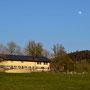 Schmiedenmatt mit Mond in der Abendsonne