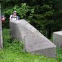 Auf dem Col de l'Aiguillon bleibt Jörg in einer Panzersperre hängen