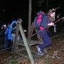Es braucht Mut mit einem Elch-Geweih nachts im Wald herum zu laufen, wenn die Wildsaujäger auflauern