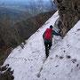Vorsichtige Querung durch das Schneefeld