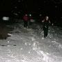 Im steilen Längmatthoger suchen wir die Schneereste