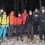 Acht Kampfwanderer begeben sich auf eine kleine Tour