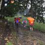 nach dem Wanderhalt packen wir die Regenschirme aus