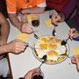 Hier wird die Rösti mit dem Löffel (ohne Teller) gegessen!