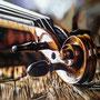 """""""Violon 🎻""""  PastelMat Clairefontaine - 50x35 cm - Crayons pastel Carbothello STABILO, Conté à Paris, Derwent Pencils (pastels) et crayons de couleur Faber-Castell polychromos - Réf photo : Lukas Gojda"""