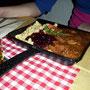 Ein Zeugnis der praktischen Veranlagung des Schwaben: Besteck und Teller finden sich in der traditionellen Essschaufel vereint.